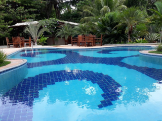 1540407007-piscina-pousada-mandala-cumuruxatiba-7.png
