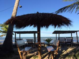 1541005509-pousada-cumurumare-barracas-na-praia-em-cumuruxatiba.png