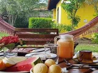 1568498361-pousada-em-imbassai-cafe-da-manha-no-quarto.jpg