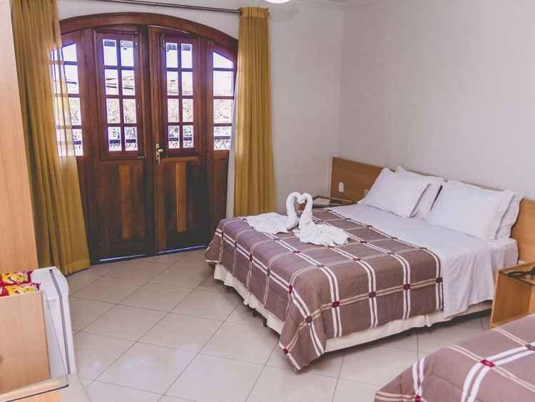 Apartamento amplo, bem arejado com sacada
