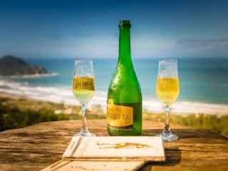 1587149957-pousada-na-praia-do-rosa-imbituba-bar-5.jpg